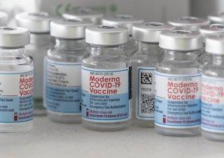 Vakcína od Moderny je účinná i na nebezpečnější mutaci koronaviru, která nese označení delta.