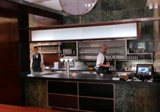 Kavárna Slavie se po roční uzavírce opět otevřela.