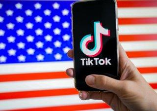 Americké ministerstvo obchodu bude čínské aplikace typu TikTok, které by mohly mít vliv na národní bezpečnost, monitorovat. USA je už ale nezakazují.