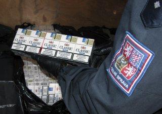 Pašované cigarety, celní správa, ilustrační foto
