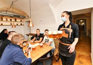 Češi jsou se svojí ekonomickou situací navzdory covidu nejspokojenější v historii