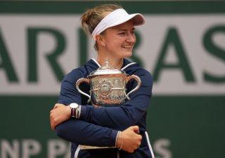 Tenistka Barbora Krejčíková získala na Roland Garros 39 milionů korun, v žebříčku letošních výher z turnajů je první.