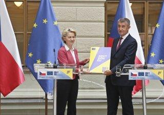 Ursula von der Leyenová, šéfka EK, a premiér Andrej Babiš