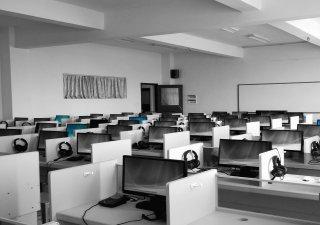 prázdné call centrum