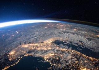 Pohled na Zemi z oběžné dráhy, v tomto případě z Mezinárodní kosmické stanice. Takový si na vlastní oči mohou vychutnat kosmičtí turisté.