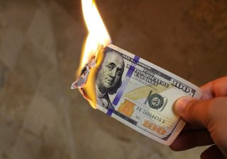 Hořící peníze, ilustrační foto