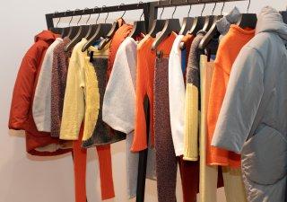 Prodej oblečení z druhé ruky. Ilustrační foto.