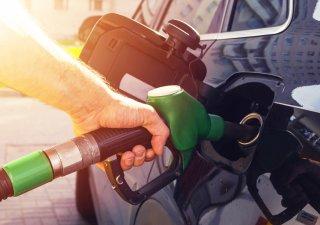 Tankování benzinu u čerpací stanice, ilustrační foto
