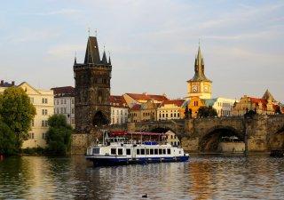 Praha, Karlův most, i letos bude v pražských ulicích slyšet více čeština.