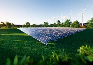 Svět více spoléhá na větrnou a solární energii a elektromobily zaznamenávají prodejní rekordy. Svět však neinvestuje dostatečně, aby uspokojil své budoucí energetické potřeby, upozorňuje Mezinárodní agentura pro energii (IEA).