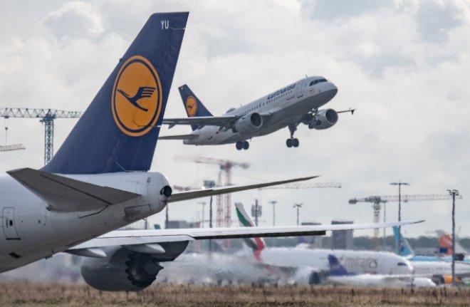 Německá vláda ztratí podíl v Lufthanse, firma jí vrátila většinu miliardové pomoci