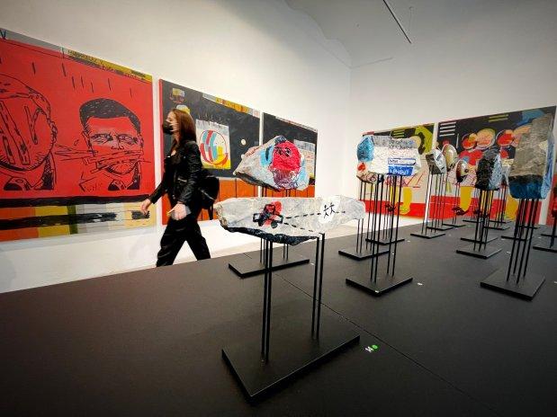 Slavný rapper Vladimir 518 debutuje jako malíř. Jeho obrazy mohou být investicí