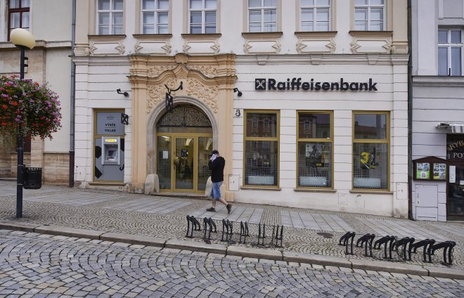 Českým bankám za první pololetí skokově rostly zisky