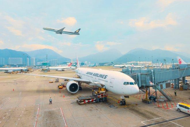 Vysílené aerolinky lepí dluhy úvěry i bondy, pandemický vývoj jim nenahrává