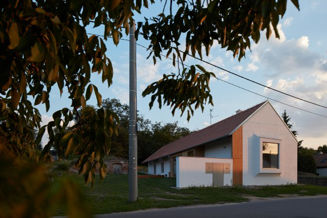 Jak stavět na české vesnici moderně? S respektem k tradici