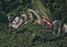 Po Pražském Hradu jde o druhý největší hradní komplex v Česku.