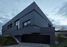 Dům navrhli architekti a designéři ze studia Coll Coll.