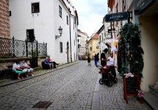 Český Krumlov čeká na příval turistů. Zatím jezdí hlavně tuzemští cestovatelé a zejména o slunečných víkendech.
