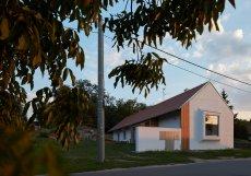 Vesnické stavení, které navrhlo znojemské architektonické studio ORA, stojí v obci Božice.