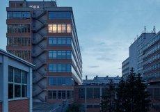 Industriální objekty lze přizpůsobit různým účelům. Populární se staly například lofty. Jako například tento v osmém patře Baťova mrakodrapu ve Zlíně.