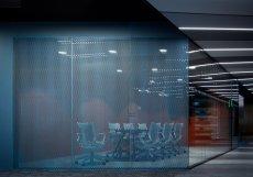 DNA společnosti, která shromažďuje data z celého světa, se propisuje i do architektonického konceptu řešeného interiéru.