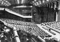 Objekt disponuje zhruba  dispozici je až 70 různě velkých sálů s kapacitou celkem 9300 lidí.