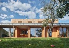 Dům má užitnou plochu 210 metrů čtverečních.
