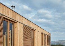Architekti Kamila a Antonín Holubcovi (kaa-studio) pracovali se zadáním postavit dům s použitím přírodních materiálů.