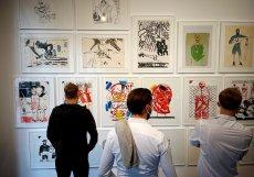 Při vstupu do DSC Gallery uvidíte nejprve Vladimirovy kresby. Každá stojí desítky tisíc korun.