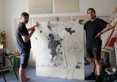 """""""Samozřejmě že umožňujeme nákup na splátky,"""" prozrazuje jeden z výrazných umělců současné střední generace Michal Pěchouček tvořící nyní v uměleckém tandemu s Rudim Kovalem pod názvem unconductive trash."""