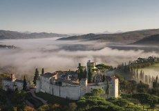 Středověký areál přestavený na luxusní butikový hotel se nachází v italském regionu Umbrie, na půl cesty mezi Římem a Umbrií.