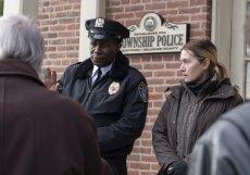 Kate Winslet v detektivní minisérii ztvárnila Mare, policistku v nejlepších letech, která je rozvedená a žije v domě s dcerou, vnukem i matkou.