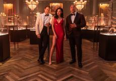 Dwayne Johnson (vpravo) si za film Red One přišel na honorář ve výši 50 milionů dolarů.